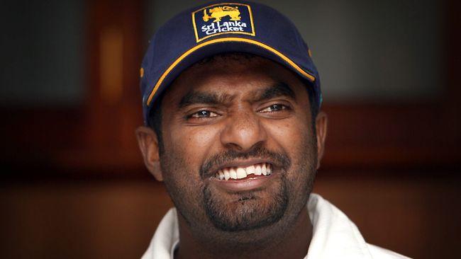 वीडियो: दिल्ली टेस्ट में श्रीलंकाई खिलाड़ी के साथ हुआ ये दुर्भाग्यपूर्ण हादसा आउट होने से बच जाते शिखर धवन 2