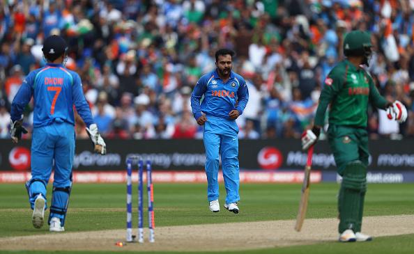 सेमीफाइनल में शानदार गेंदबाजी करने के बाद केदार जाधव ने कोहली नहीं इस भारतीय खिलाड़ी को दिया बेहतर गेंदबाजी का श्रेय 1