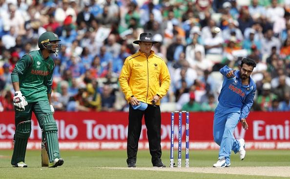 सेमीफाइनल में शानदार गेंदबाजी करने के बाद केदार जाधव ने कोहली नहीं इस भारतीय खिलाड़ी को दिया बेहतर गेंदबाजी का श्रेय 3