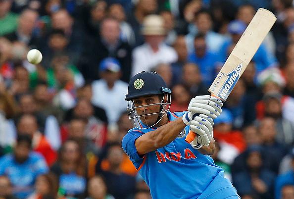 भारत की फाइनल हार के बाद महेंद्र सिंह धोनी के घर की बढ़ाई गई सुरक्षा, प्रसंशको में दिखा आक्रोश 3