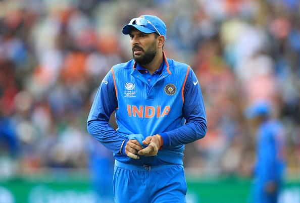 चैम्पियन्स ट्राफी की जर्सी पहनना युवराज सिंह को पड़ा भारी, लोगो ने ट्वीटर पर बनाया मजाक