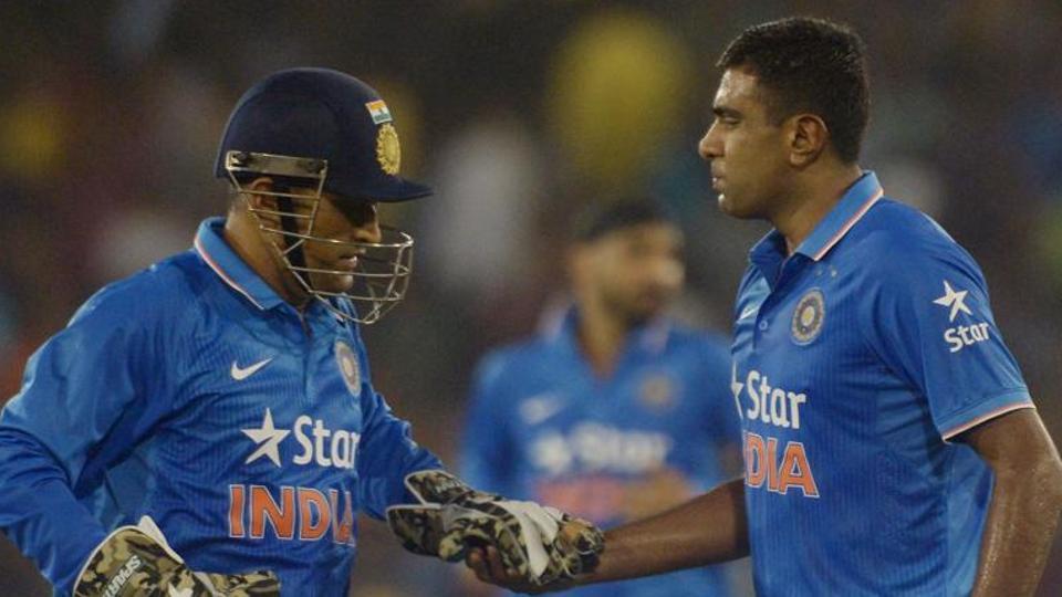 वीडियो: सेमी-फाइनल मैच के दौरान धोनी ने किया कुछ ऐसा कि विराट कोहली हुए  गुस्सा 3