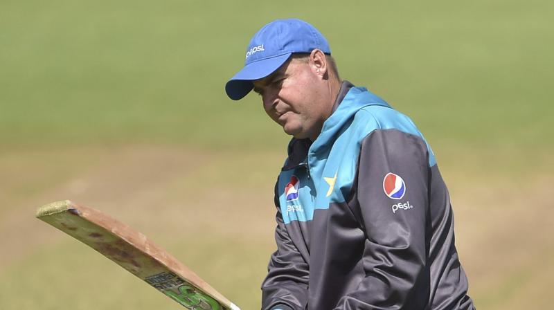 इंग्लैंड के खिलाफ सेमीफाइनल मैच से पहले कोच मिकी आर्थर का विवादित बयान, पाकिस्तान के सेमीफाइनल में पहुँचने से खुश नहीं है 13
