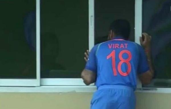 विराट कोहली के इस पोज का उड़ रहा है सोशल मिडिया पर मजाक, ऐसा क्या कर गये भारतीय कप्तान 5