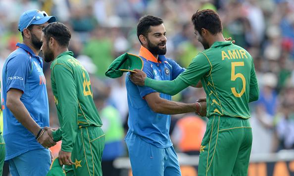 आखिरकार खुल गया वह वार्तालाप जो विराट कोहली और शोयब मलिक के बीच भारत के फाइनल हारने के बाद हँस के हो रही थी 9