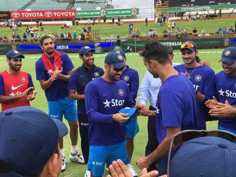 पाकिस्तान के खिलाफ बल्लेबाजी का मौका नहीं मिलने के बाद भी धोनी को मिला एक नया प्रशंसक 4
