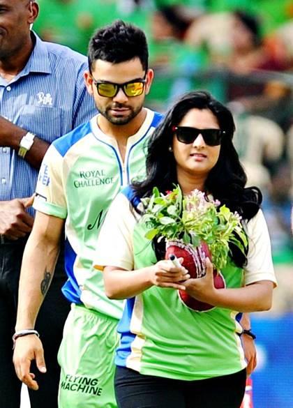 अनुष्का शर्मा से पहले इन 2 कन्नड़ अभिनेत्रियों के प्यार में इस कदर पागल हुए विराट कोहली की मैदान पर सरेआम कैद हो गयी शर्मनाक हरकत 5
