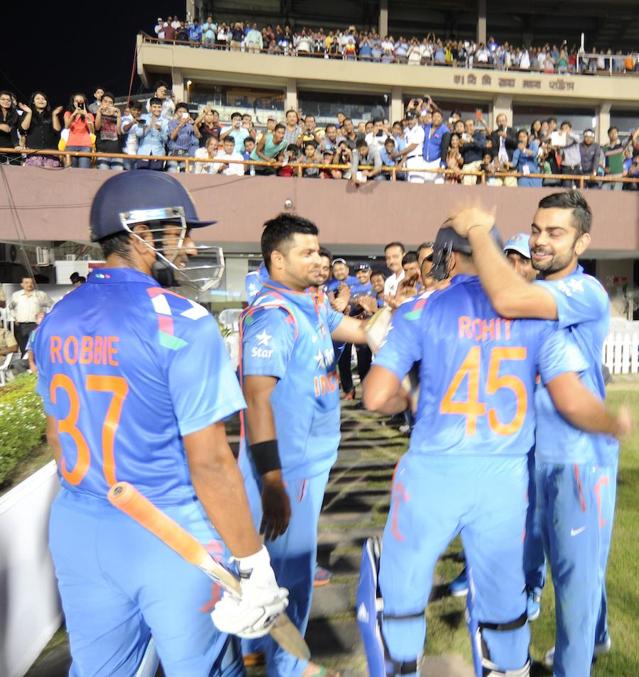 धोनी या कोहली ने नहीं बल्कि इस भारतीय खिलाड़ी  ने की थी रोहित शर्मा को 264 रन बनाने में मदद, अब है टीम से बाहर 2
