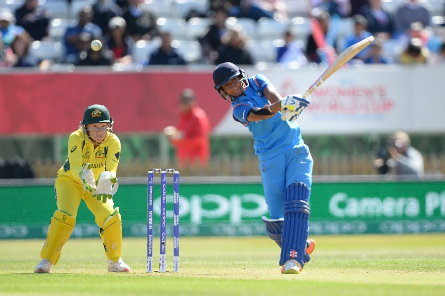 विडियो: हरमनप्रीत कौर की बल्लेबाज़ी देख पर मैदान के बाहर कप्तान मिताली और वेदा कृष्णमूर्ति ने किया था डांस वीडियो आया सामने 12