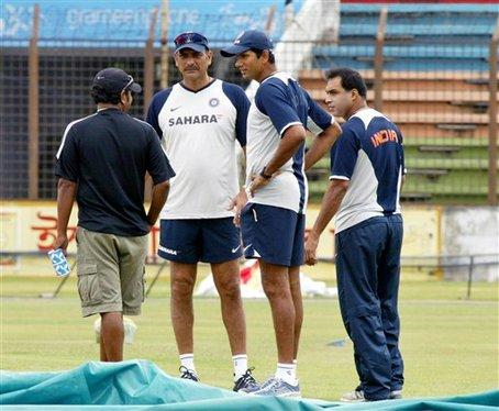 भारतीय टीम के मुख्य कोच रवि शास्त्री के पसंदीदा सपोर्टिंग स्टाफ की मांग के पक्ष में उतरा ये पूर्व भारतीय दिग्गज 11