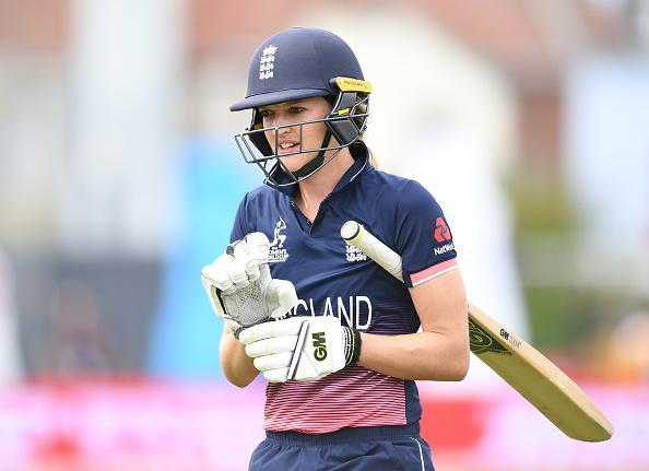 """इंग्लैंड की महिला क्रिकेटर सारा टेलर ने क्विंटन डी-कॉक और अपने बिच का किया  """"Secrets out"""" ... 1"""