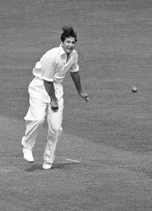 इन 10 गेंदबाजो के नाम है टेस्ट मैच की एक पारी में सबसे ज्यादा रन लुटाने का शर्मनाक रिकॉर्ड, 3 भारतीयो का नाम भी हैं शामिल 7