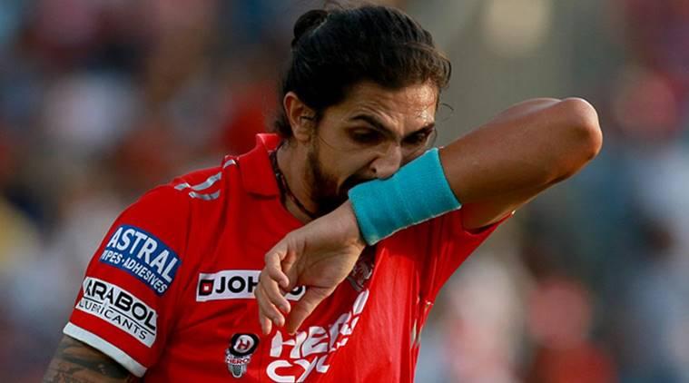 भारतीय टीम से खेलते हुए ईशांत को जब बाल पकड़कर घसीटते हुए असेम्बली में ले जाकर की गयी बेईज्जती, लेकिन क्यों? 5