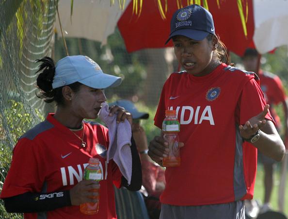"""इंग्लैंड के हाथों मिली हार के बाद ऐसा क्या हुआ कि मिताली ने झूलन गोस्वामी को कहा """"नौसिखियाँ साबित हुई."""" 2"""