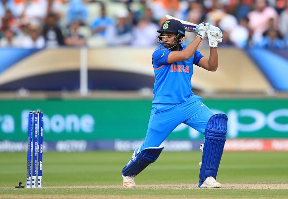 वायरल फोटो : भारतीय टीम का यह दिग्गज खिलाड़ी क्रिकेट से दूर पत्नी के साथ कुछ ऐसे बिता रहा है अकेले में छुट्टियाँ 3