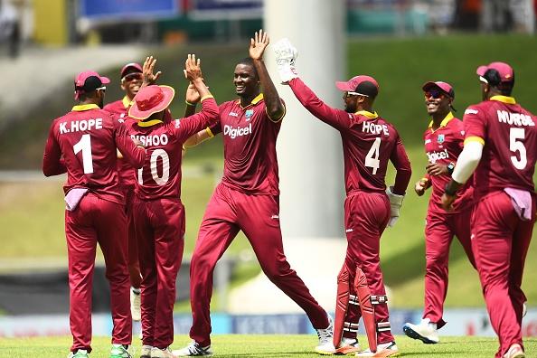 पाकिस्तानी यूजर्स ने भारत के वेस्टइंडीज से हारने पर भारत को बोला घर का शेर, भड़के आकाश चोपड़ा ने करारा जवाब देकर बंद की बोलती 3