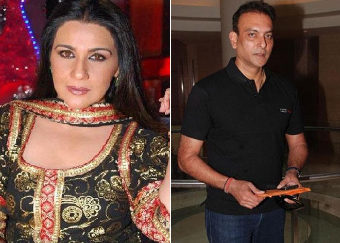 इस अभिनेत्री के साथ सरेआम प्यार की वजह से खूब चर्चा में रहे थे भारतीय कोच रवि शास्त्री, तस्वीरे भी आई थी सामने 3
