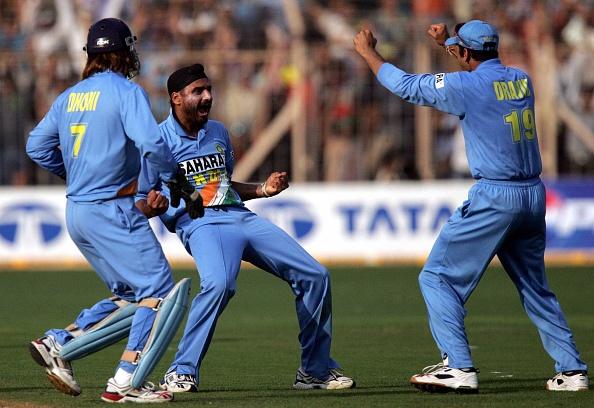 सहवाग ने ट्विट कर अपने अंदाज में टीम इण्डिया के टर्बनेटर हरभजन सिंह को दी जन्मदिन की शुभकामनाएं 4