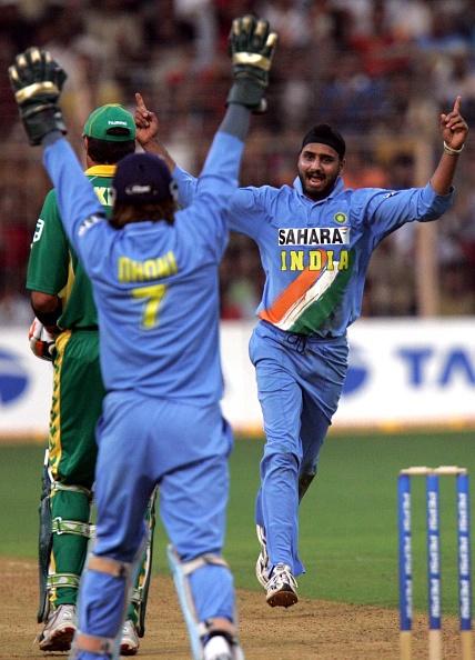 सहवाग ने ट्विट कर अपने अंदाज में टीम इण्डिया के टर्बनेटर हरभजन सिंह को दी जन्मदिन की शुभकामनाएं 3