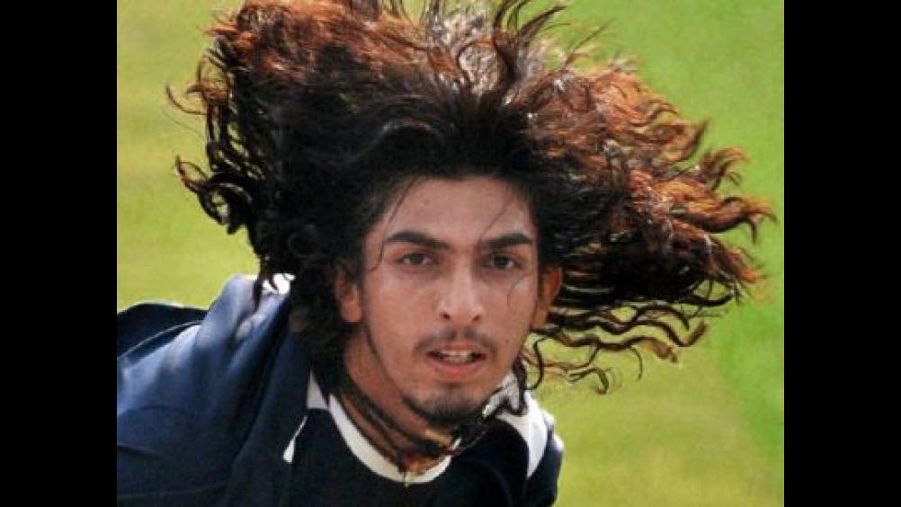भारतीय टीम से खेलते हुए ईशांत को जब बाल पकड़कर घसीटते हुए असेम्बली में ले जाकर की गयी बेईज्जती, लेकिन क्यों? 1