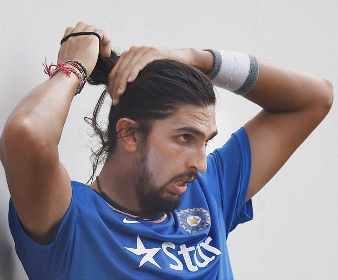 भारतीय टीम से खेलते हुए ईशांत को जब बाल पकड़कर घसीटते हुए असेम्बली में ले जाकर की गयी बेईज्जती, लेकिन क्यों? 4