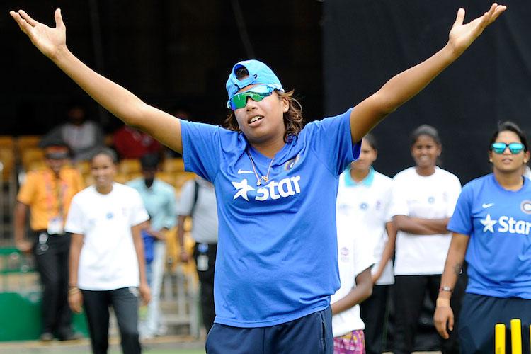 रिकॉर्ड- भारतीय महिला क्रिकेट की सबसे अनुभवी खिलाड़ी झूलन गोस्वामी ने किया वो कारनामा जो अब से पहले नहीं कर सका कोई भी खिलाड़ी 4