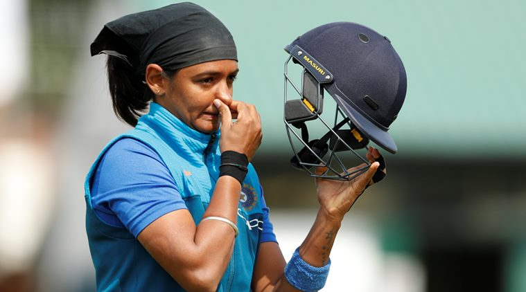भारतीय महिला क्रिकेट टीम की उप-कप्तान हरमनप्रीत कौर ने अपने प्रशंसको को किया निराश, अब शुरू हुई हरमन को लेकर राजनीति 1