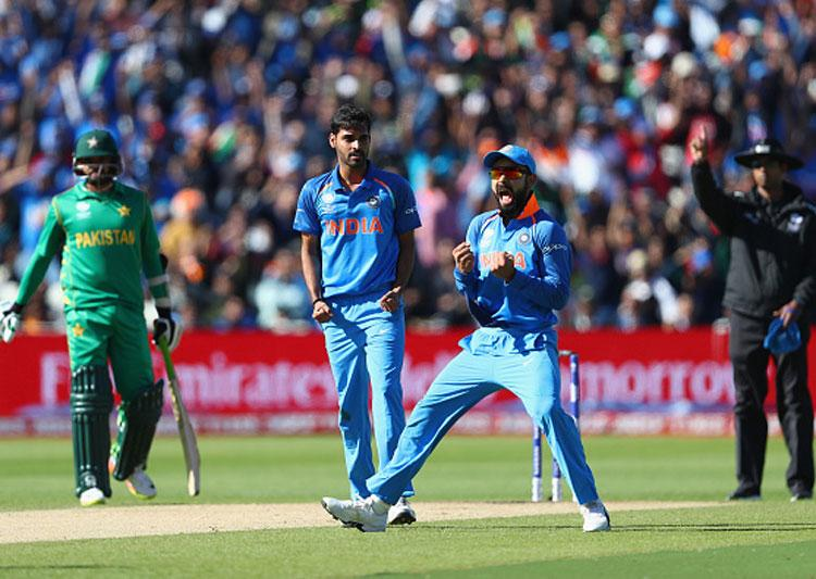 चैंपियंस ट्रॉफी में विराट कोहली को आउट करने वाले मोहम्मद आमिर को कोहली ने दिया था ये खास गिफ्ट 2