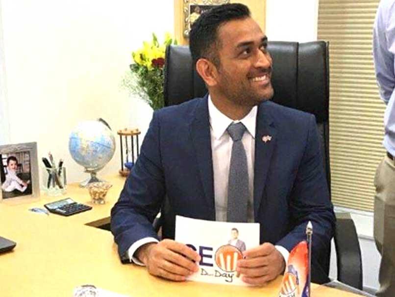 हरमनप्रीत ने दिलाया भारत को विश्वकप फाइनल का टिकट, लेकिन धोनी ने तारीफ करने की बजाय अपने सोशल मिडिया अकाउंट से किया व्यापार 1