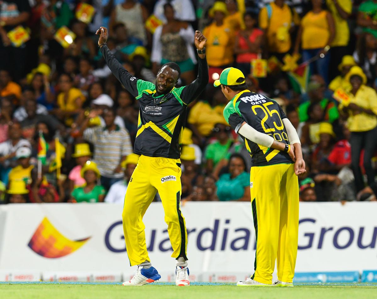CPL 2017: 6 गेंदों में नहीं बने 8 रन, आप भी देखकर चौंक जायेंगे साँसे रोक देने वाला यह अंतिम ओवर 1