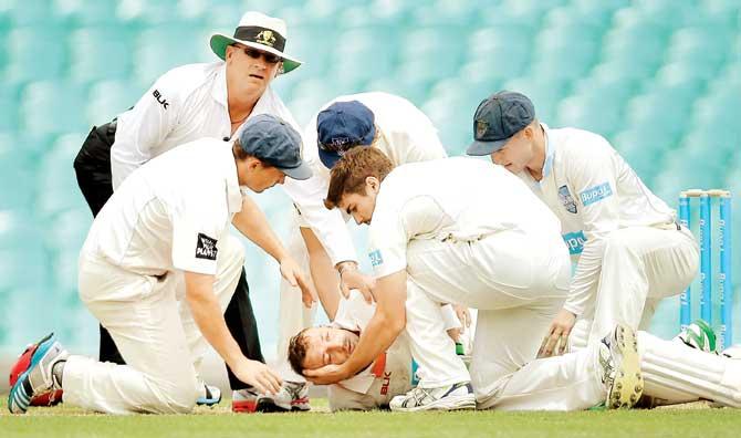 वीडियो- क्रिकेट के मैदान से आई बुरी खबर, गेंद लगने से मैदान पर ही युवा खिलाड़ी का हुआ निधन 1