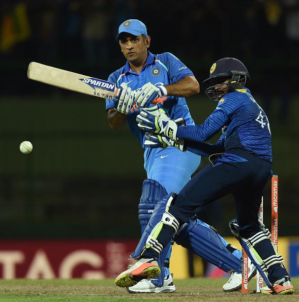 बड़ा सवाल: भारतीय टीम की कप्तानी छोड़ने के बाद कैसा रहा है धोनी का प्रदर्शन? चौकाने वाले है आँकड़े 4