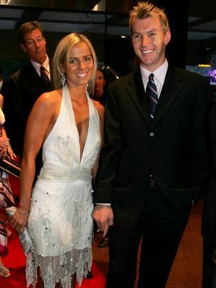 इश्कबाज निकली इस दिग्गज क्रिकेटर की वाइफ, प्रेमी के साथ रात गुजारने के लिए नहीं करती थी पति के साथ विदेशी दौरा 3