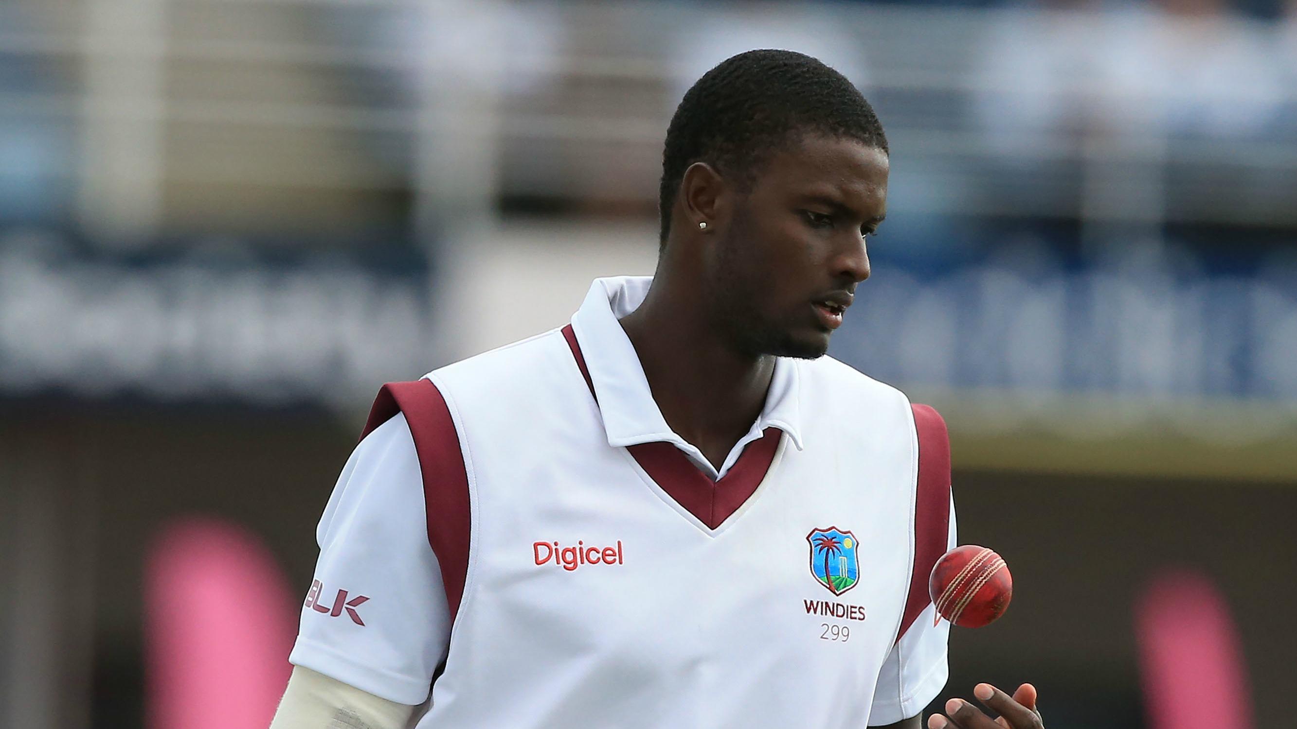 वेस्टइंडीज के कप्तान जेसन होल्डर ने की इंग्लैंड के खिलाफ मैच में शर्मनाक हरकत, लग सकता है 1 टेस्ट का प्रतिबन्ध 3