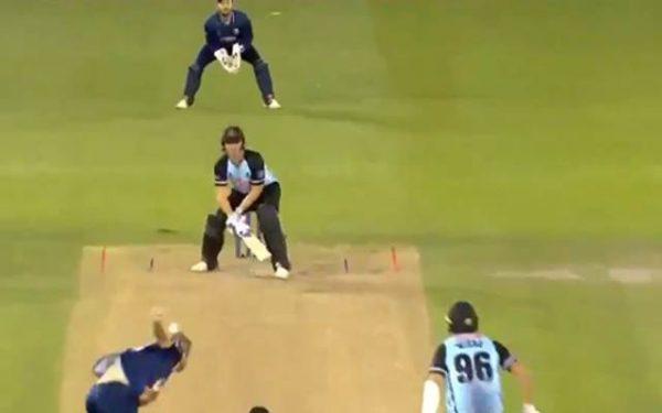 वीडियो: इंग्लैंड के इस बल्लेबाज़ ने लगाया ऐसा शॉट की सभी को आ गयी लगान फिल्म के बाबा की याद 2
