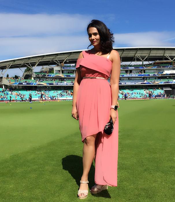 कोलकाता वनडे के दौरान मयंती लैंगर ने पहन ली ऐसी ड्रेस की एक यूजर्स ने कर डाला भद्दा कमेन्ट, मयंती ने भी दिया करारा जवाब 2