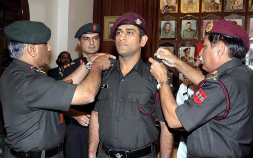 अगर ये भारतीय खिलाड़ी न होते क्रिकेटर तो कर रहे होते आज दुश्मनों से सीमा की सुरक्षा 1