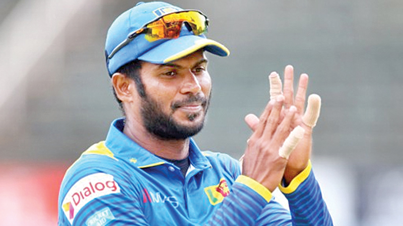 लगातारा हार के बीच श्रीलंकाई टीम को लगा बड़ा झटका, आईसीसी ने इस खिलाड़ी को दिखाया बाहर का रास्ता 2