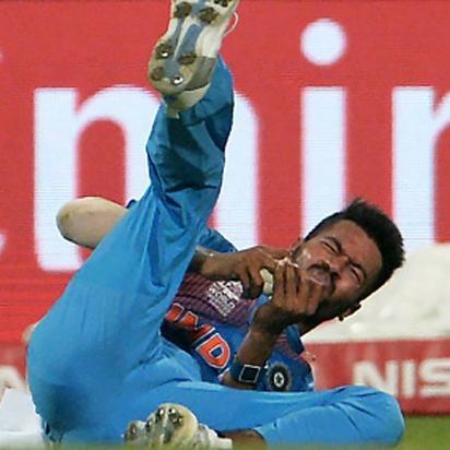 वीडियो: 27.1 ओवर में हार्दिक पांड्या के साथ हुआ दर्दनाक घटना, मैदान से ले जाया गया बाहर 1
