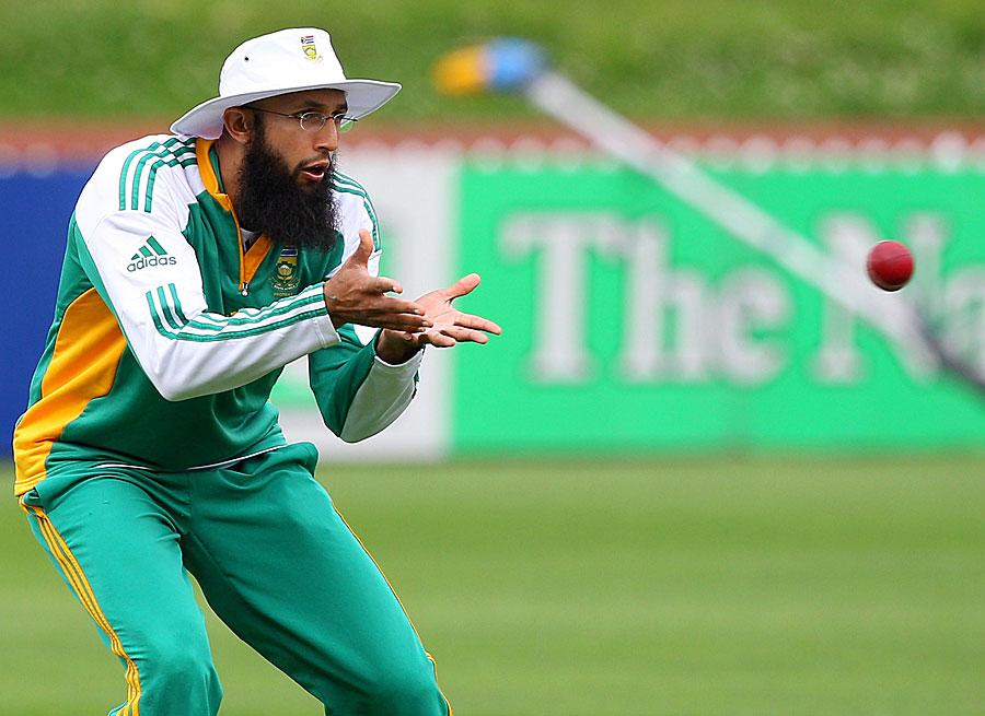 बांग्लादेश के खिलाफ खेली जा रही वनडे सीरीज के अंतिम मैच में अमला नहीं कर पाएंगे हमला, इस युवा खिलाड़ी को दिया गया मौका 3