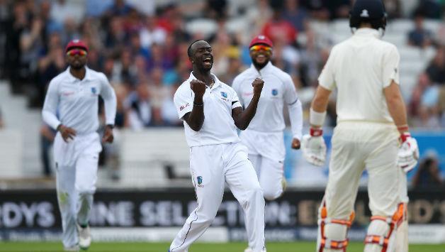 WIvsBAN: 12 गेंदों में 5 विकेट लेने वाले केमर रोच चोटिल होकर दुसरे टेस्ट से बाहर, युवा खिलाड़ी की हुई वापसी 16