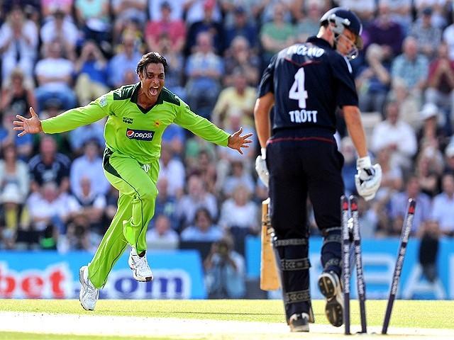 आज ही के दिन 16 साल पहले शोएब अख्तर ने डाली थी सबसे तेज गेंद, ऑस्ट्रेलिया के इस दिग्गज गेंदबाज का तोड़ा था रिकॉर्ड 3