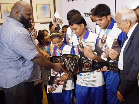WWE NEWS: इस दिग्गज रेस्लर ने दी फिन बेलर को अब तक की सबसे बड़ी सीख 3