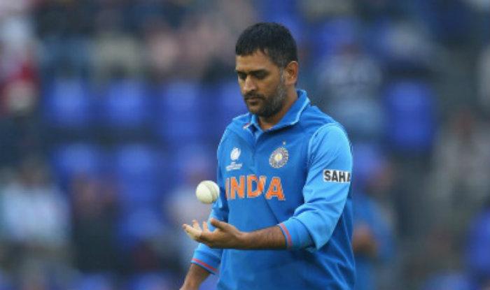 वीडियो: धोनी ने दिखाया गेंदबाजी में भी जौहर, मनीष पाण्डेय को बोल्ड कर अभ्यास के दौरान कुछ इस अंदाज में मनाया जश्न 3