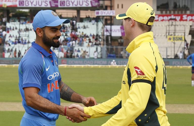 आज भारत के खिलाफ दुसरे वनडे में हाथ पर काली पट्टी बाँधकर उतरे ऑस्ट्रेलियाई खिलाड़ी, जानना नहीं चाहेंगे क्यों? 9