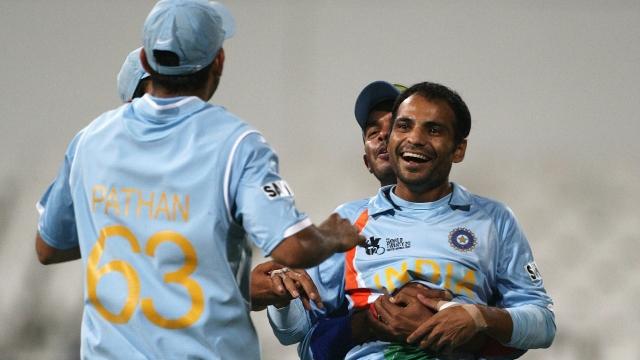 उस समय के कोच लालचंदराजपूत ने किया बड़ा खुलासा, इस वजह से हरभजन को छोड़ धोनी ने कराया था जोगिन्दर शर्मा से टी-20 विश्वकप फाइनल का आखिरी ओवर 3