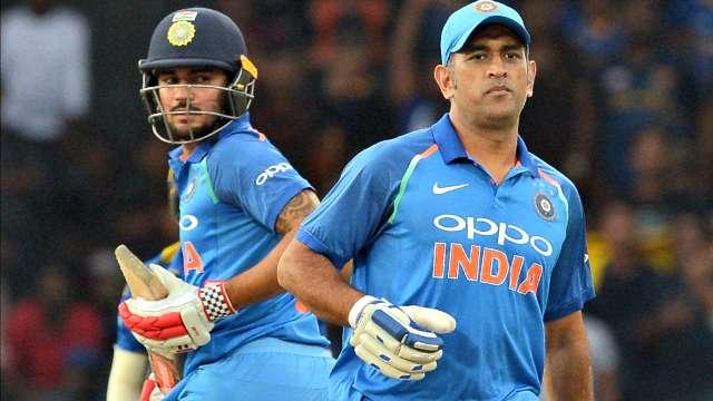 वीडियो: धोनी ने दिखाया गेंदबाजी में भी जौहर, मनीष पाण्डेय को बोल्ड कर अभ्यास के दौरान कुछ इस अंदाज में मनाया जश्न 4