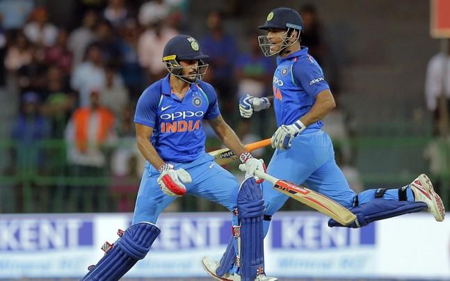 वीडियो: धोनी ने दिखाया गेंदबाजी में भी जौहर, मनीष पाण्डेय को बोल्ड कर अभ्यास के दौरान कुछ इस अंदाज में मनाया जश्न 2