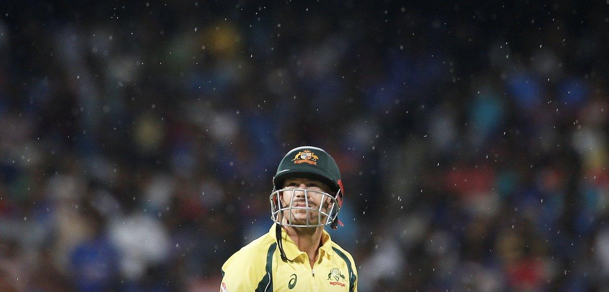 21 ओवर में भी आसान सा लक्ष्य हाशिल न कर पाने की वजह से कुछ यूजर्स ने ऑस्ट्रेलिया के लिए किया ऐसे ट्वीट देख नहीं रुकेगी शाम तक हँसी 3