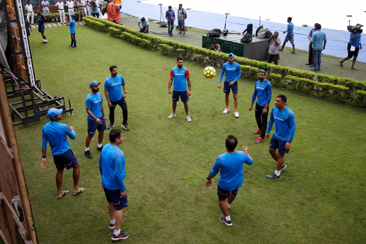 बुरी खबर: कोलकाता में शाम 7 बजे हो सकती है तेज बारिश, जाने पहले बल्लेबाजी या गेंदबाजी करने वाली टीम को होगा फायदा? 5